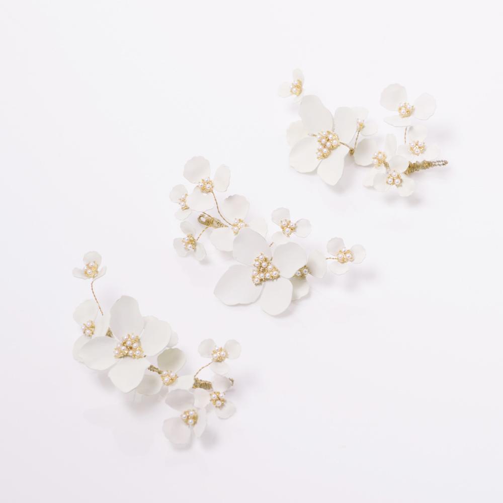 白い小花を咲かせたような3点セットのヘッドドレス