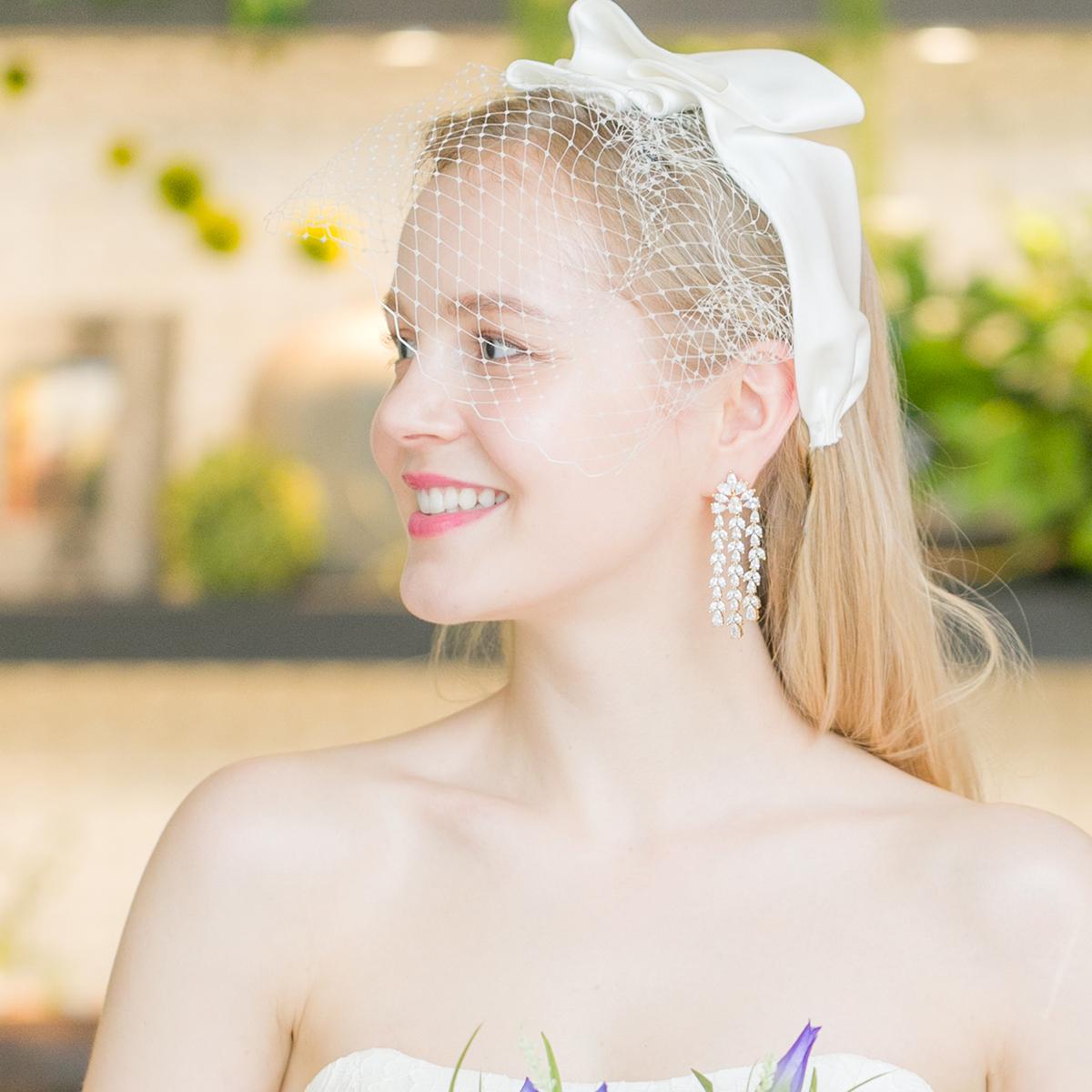 クラシカルなフォルムの上品さが魅力的なヘッドドレス