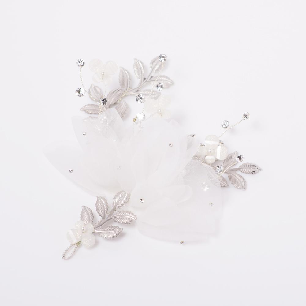 シフォンと蝶のモチーフビーズを使用した可愛らしいヘッドドレス