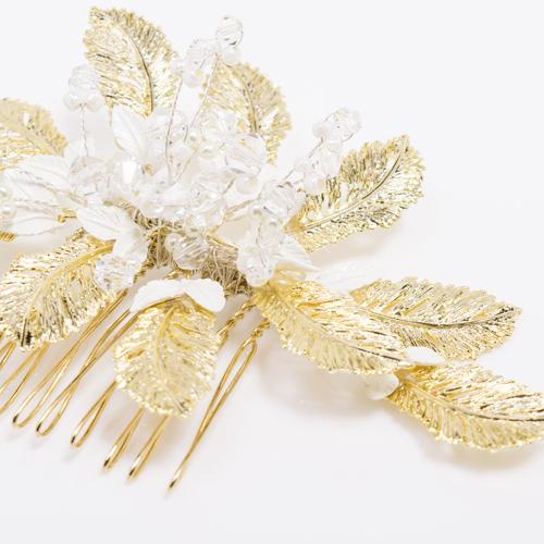 ゴールドのリーフは、1枚1枚模様が立体的になっています