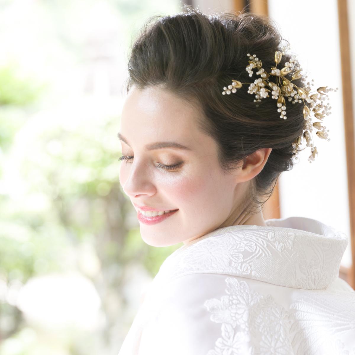 真珠の花が咲いたような可愛らしいヘッドピン