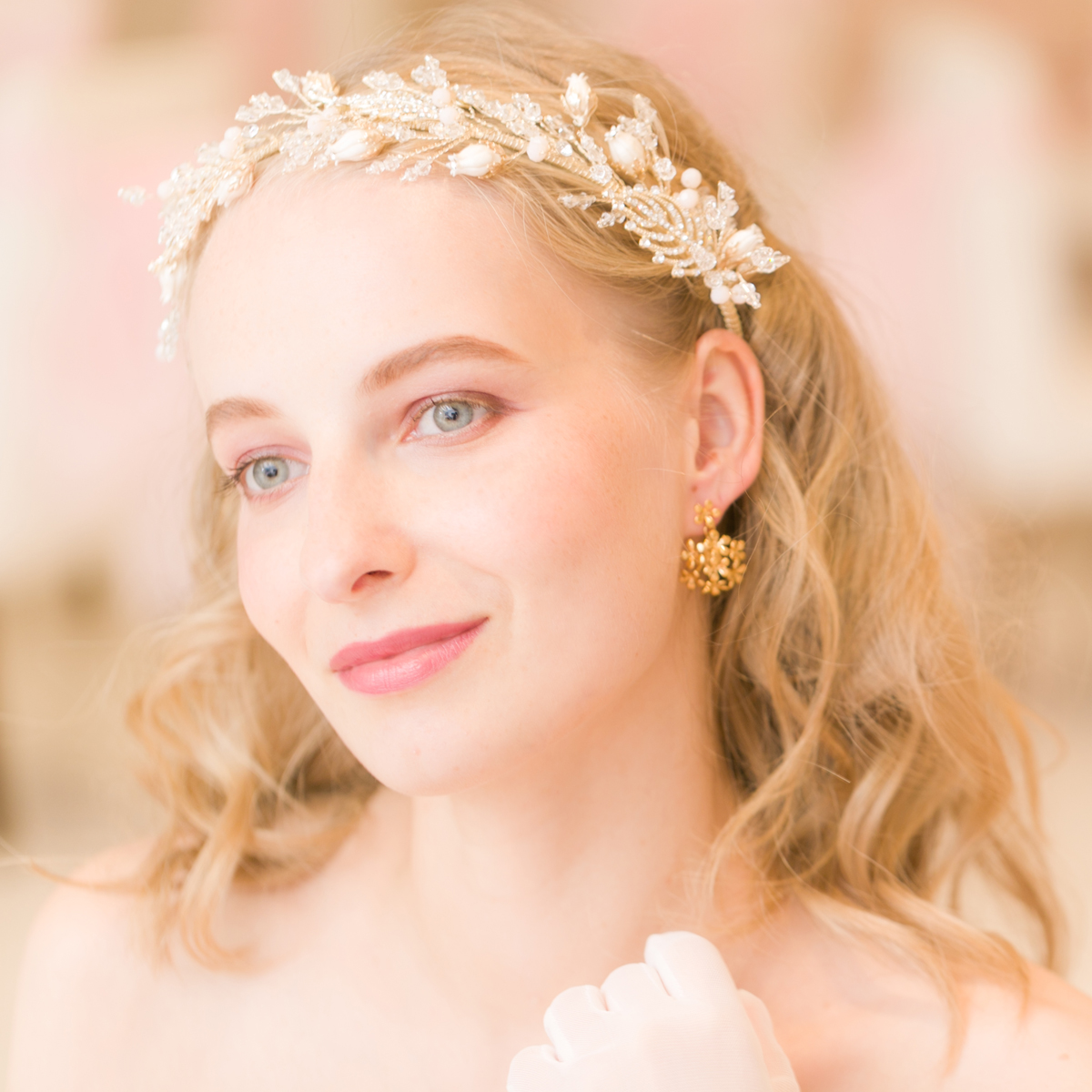 花嫁様の表情を明るく見せるような澄みきった輝き!