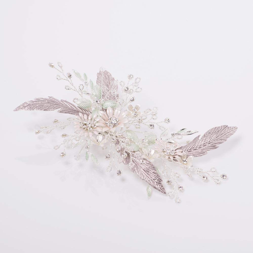 パステルカラーのお花がポイントのヘッドドレス