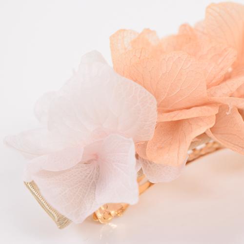 優しい色合いや風合いは生花ならではの美しさです